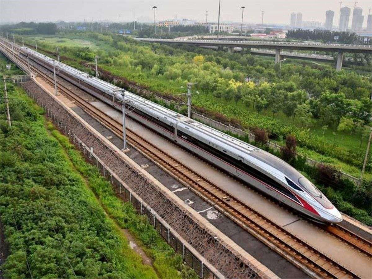 مقایسه حمل و نقل ریلی و جاده ای – مزایا و معایب آنها